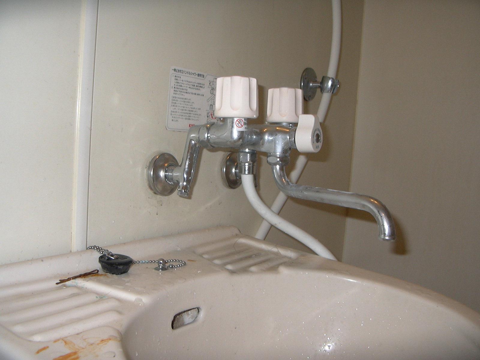 【工賃不要】お風呂の蛇口が不調?業者に任せず自力で交換しよう!のサムネイル画像