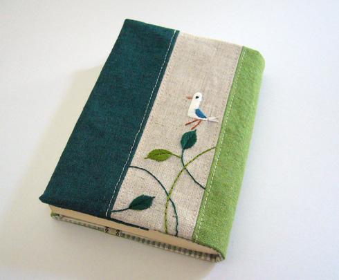 ブックカバーの作り方をご紹介!手作りブックカバーで読書を楽しもうのサムネイル画像