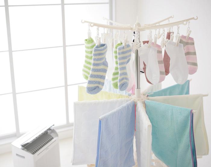 湿気が多い時期の悩み…洗濯物が乾かない時はどんな方法で乾かすの?のサムネイル画像