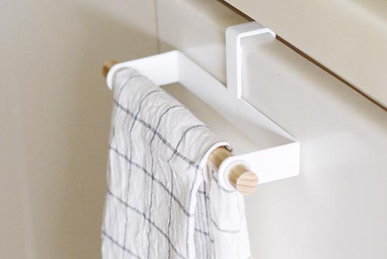 キッチンの扉や冷蔵庫に!おしゃれで使いやすいタオルハンガー♪のサムネイル画像