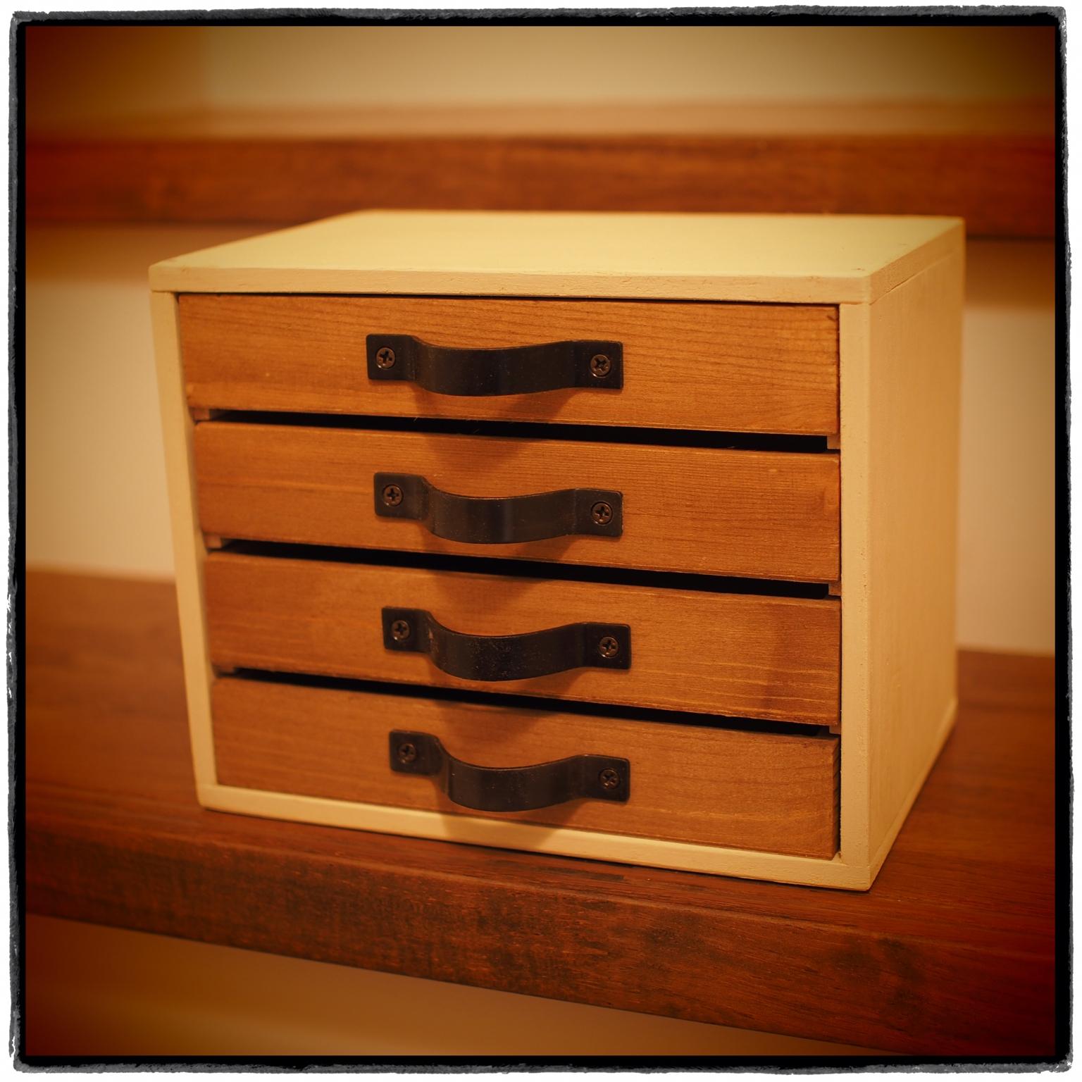 かっこよくて味のある木製のレターケースに大切なお手紙を。のサムネイル画像