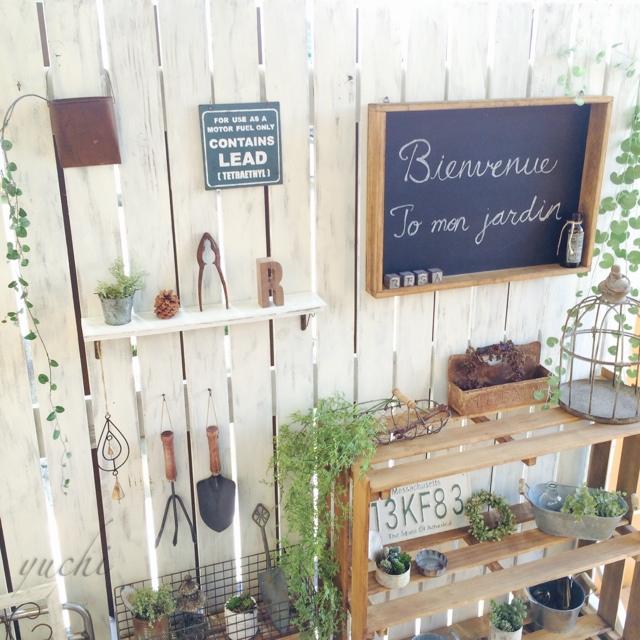 木の質感に癒やされる☆【ウッドフェンス】を使った素敵な庭の作り方のサムネイル画像