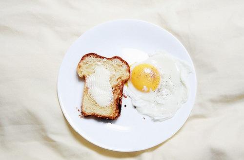 SNS受け抜群!朝食が楽しくなる裏技・食パンアレンジ方法のサムネイル画像