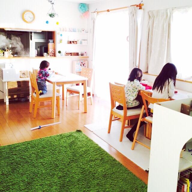 入学準備☆こどもの机!家庭に合った選び方や置き方見つけましょうのサムネイル画像