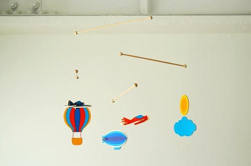 お部屋の空間を彩る、おしゃれインテリアアイテム【モビール】のサムネイル画像