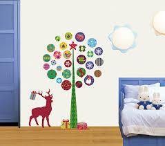 部屋が狭くても大丈夫!真似したくなるクリスマスの壁の飾りのサムネイル画像