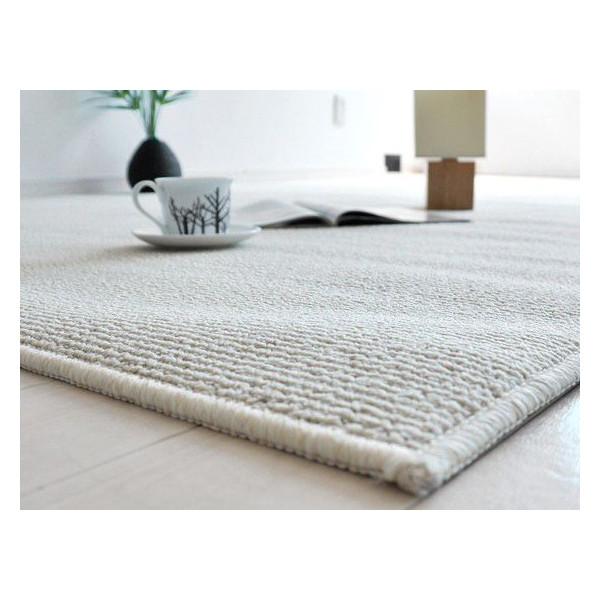置き方・素材・大きさで変わるリビングのカーペットを選ぶポイントのサムネイル画像