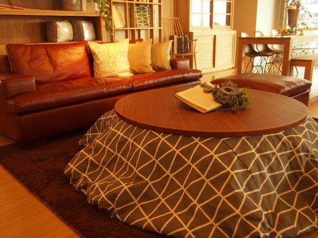 おしゃれな丸型のこたつテーブルとインテリアでの使用例を紹介のサムネイル画像