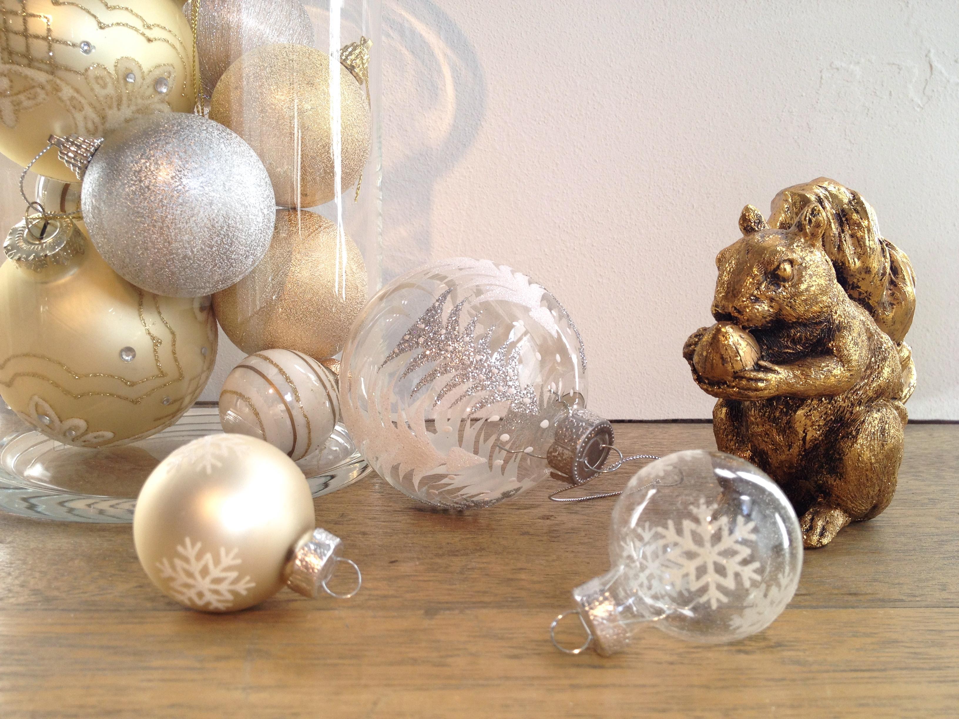 とってもキュート!クリスマスツリーに飾りたいボールオーナメントのサムネイル画像