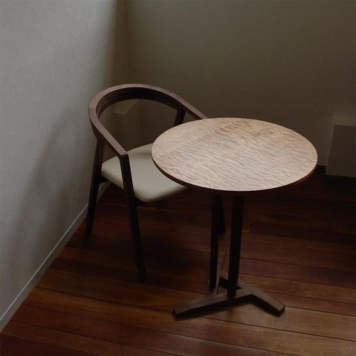 人間関係も円くなる?円形テーブルを囲むと親密さがアップします。のサムネイル画像