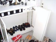 見て見ぬ振りをしていた靴箱…100円ショップのシートで靴箱を綺麗に♪の画像