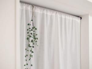 カラーボックスにカーテンをつけてお部屋すっきりイメージチェンジ!の画像